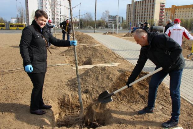 25 апреля 2020 года группа депутатов во главе с Председателем Палаты представителей Андрейченко В.П. приняли участие в республиканском субботнике.